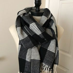 ECHO black and white scarf